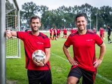 De 'broertjes' van Willem II weer samen bij EFC: 'Weet je nog dat we shampoo deden in de bidon van Steef Nieuwendaal en hij moest overgeven'