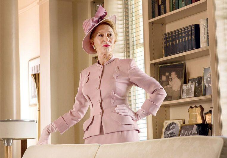Als de beruchte actrice en roddeljournaliste Hedda Hopper in Trumbo. Beeld