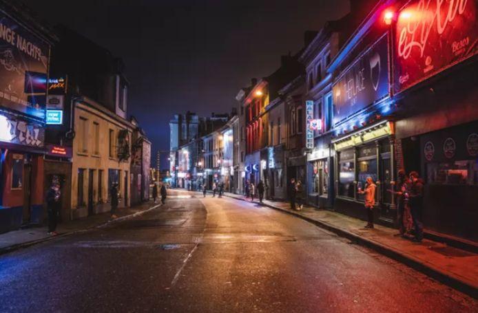 La Overpoortstraat à Gand est une rue animée de la métropole flamande, qui compte nombre de restaurants, bars et discothèques.