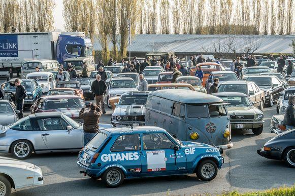 Er kon geen auto meer bij. De tocht richting Brugge startte zelfs 45 minuten eerder dan voorzien omdat de parking overvol stond.