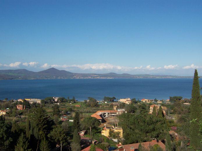 Het Meer van Bracciano in Italië.