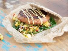 Wat Eten We Vandaag: Hawaï kipburger met ananassalsa