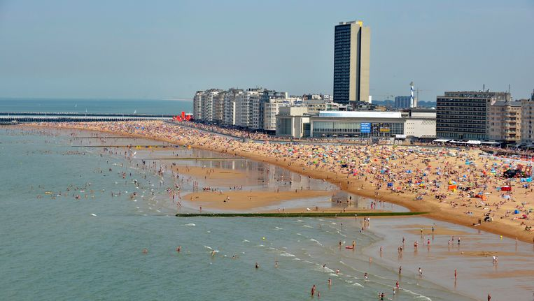 Het strand van Oostende. Beeld Photo News