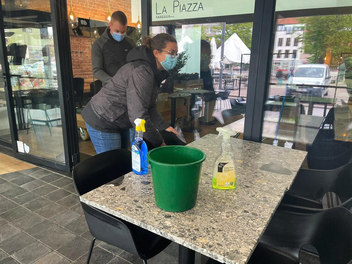 De zaakvoerders van La Piazza Romina Battistini en Roberto Gaspercic zijn twee weken geleden al begonnen met de voorbereidingswerken.