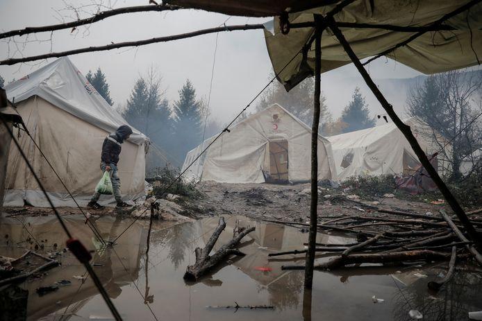 Veel migranten die Kroatië illegaal binnenkomen, wachten hun kans af in het Vucjak-kamp bij Bihac, in het noordwesten van buurland Bosnië-Herzegovina.