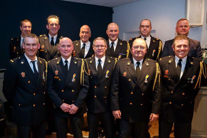 Aan de lintjesregen ging de afgelopen maanden, zoals hier in Goirle, al een stortvloed aan koninklijke onderscheidingen vooraf: voor brandweerlieden.