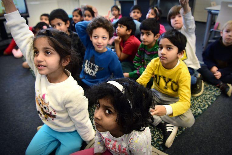 Kinderen van de Driesprong in Eindhoven, een van de scholen van koepel Salto die werkt met internationale klassen. Beeld Marcel van den Bergh / De Volkskrant