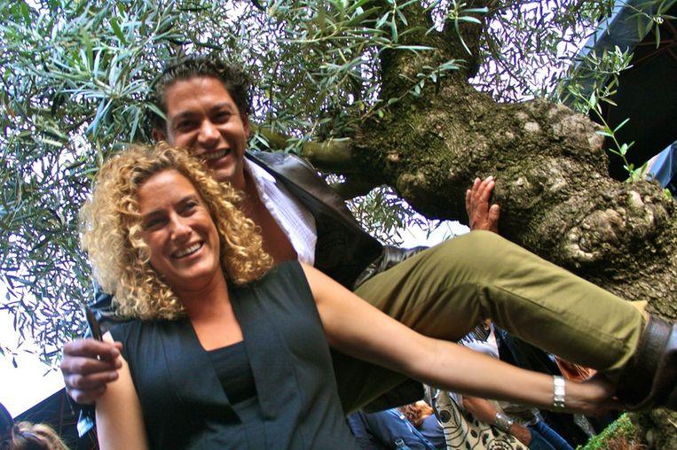 Ontwerper Bodo Breg en topstyliste Annabelle Dekker in de olijfboom. Beeld null