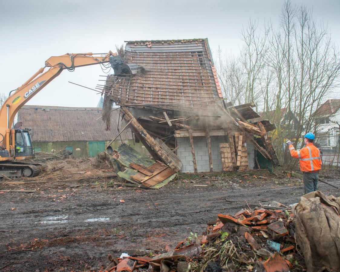 In 2013 gingen de schuren van boerderij De Lelie aan de Brouwerijstraat in Noordgouwe tegen de vlakte om ruimte te maken voor het woningbouwproject De Lelie. Nu komen er geen tien eengezinswoningen, maar vijf levensloopbestendige woningen en een vrijstaande woning.