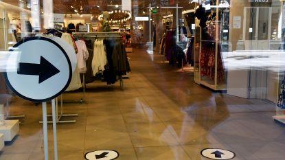 """Bediendebond kaart onveilige situatie in H&M-winkels aan: """"Lange wachtrijen en kledingstukken worden tussen de rekken gepast"""""""