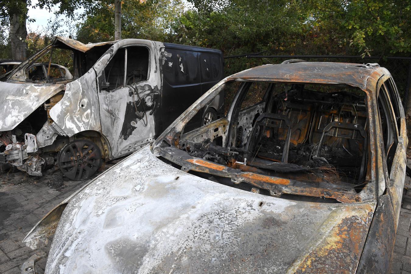 Uitgebrande auto's in Grave, oktober 2018.