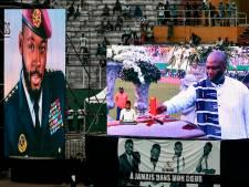 La tombe et le cercueil de DJ Arafat ouverts par des fans
