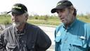 Schooley (links) en Henry bezaten niet de technische kennis om de glijbaan te bouwen