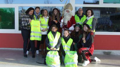 Sinterklaas deelt fluohesjes uit op Campus Zomergem