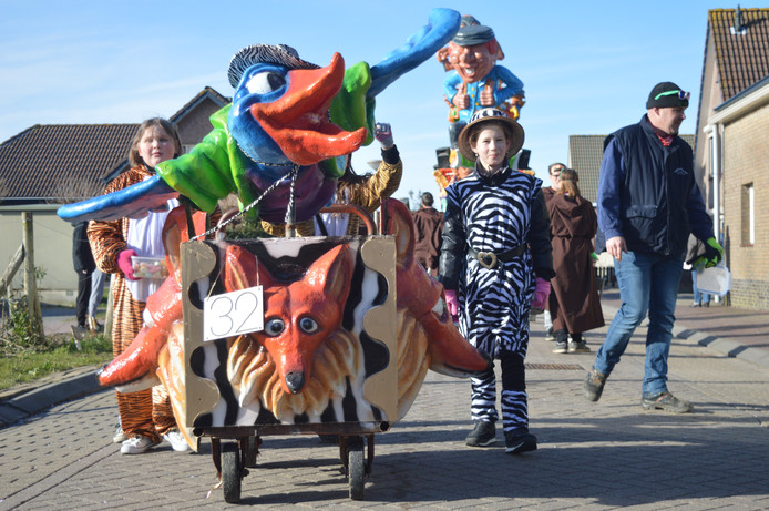 Zeebra's en tijgers vulden dinsdagmiddag de straten van Nieuw-Vossemeer tijdens de optocht.