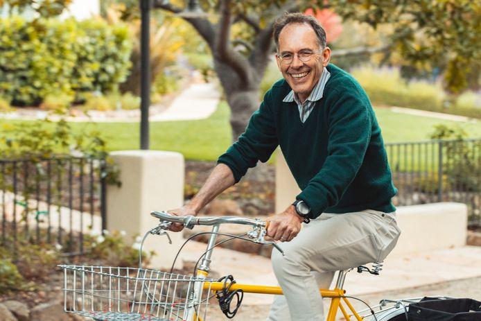 Hoewel hij al ruim dertig jaar in Amerika woont, is de Nederlandse Nobelprijswinnaar Guido Imbens het fietsen nog niet verleerd. De professor aan de Stanford University heeft nog een oom in Prinsenbeek, die ook talloze felicitaties ontving.