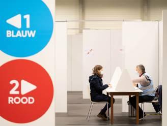 """Vaccinatiecentrum Klein-Brabant overstelpt met telefoontjes: """"Wij leggen geen reservelijst aan"""""""