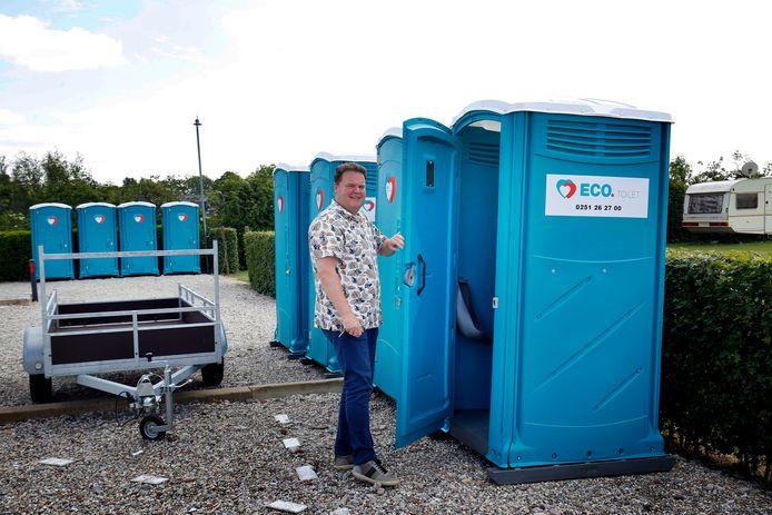 Bas van Mill van Stichting Vrije Recreatie in Meerkerk liet eerder op verschillende campings douche- en toiletcabines plaatsen.
