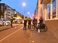 Politie zoekt bestuurder van donkere auto die fietsster aanreed in Arnhem