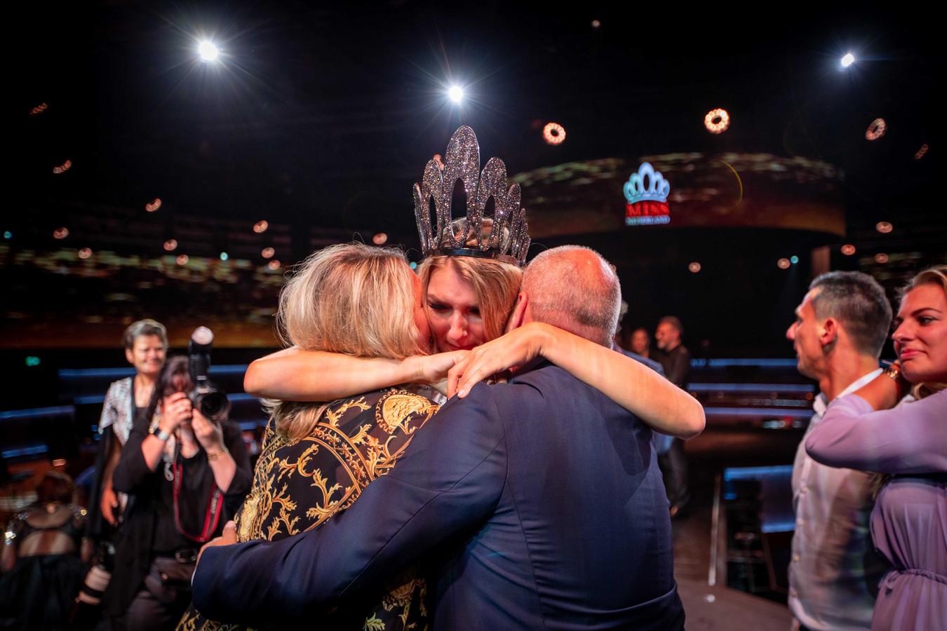 Denise Speelman wint de finale van de Miss Nederland verkiezing