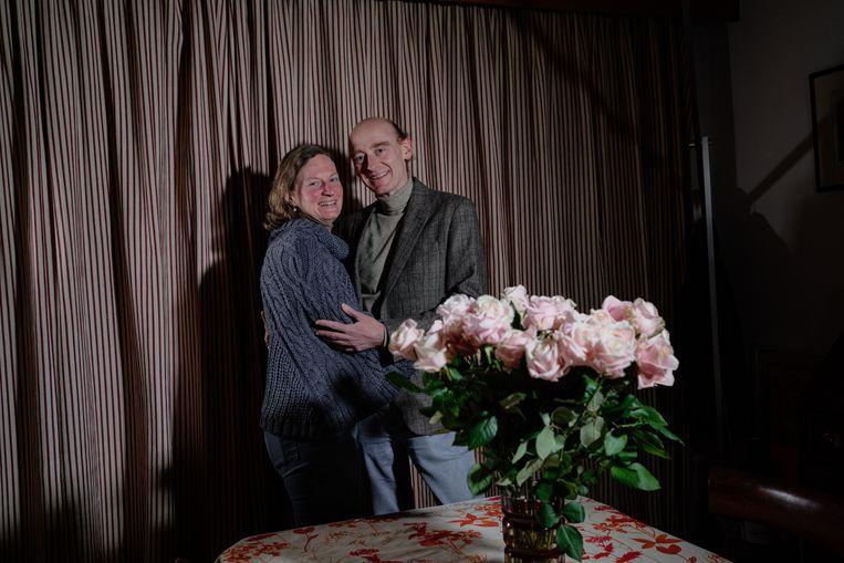 Elisabeth Van Reybroeck en Didier Deblauwe hebben thuis zes tieners rondhossen. 'Misschien kunnen die ons met valentijn bedienen?' Beeld Wouter Van Vooren