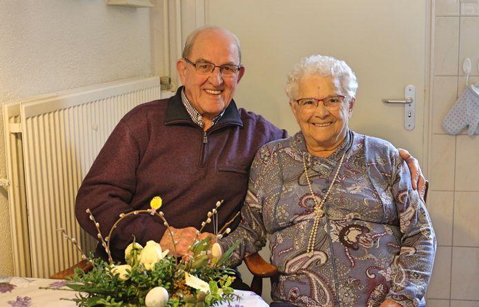 Het paar Bakx -Verouden is maandag 12 april 65 jaar getrouwd.