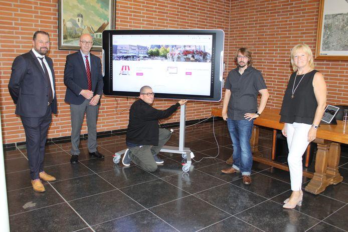 Aalter Online werd vrijdagmiddag gelanceerd op het gemeentehuis van Aalter.