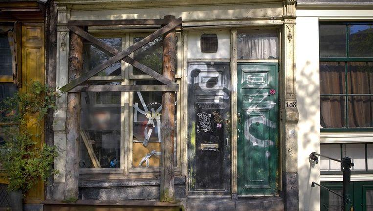 Een verwaarloosd pand op de Geldersekade. Foto Floris Lok Beeld