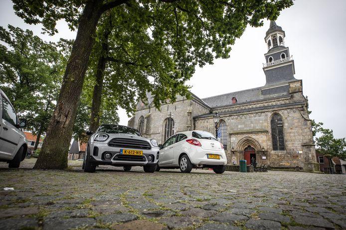 De locatieraad van de Simon en Judaskerk in Ootmarsum vreest dat bezoekers de kerk gaan mijden als deze parkeerplaatsen verdwijnen en heeft protest aangetekend.