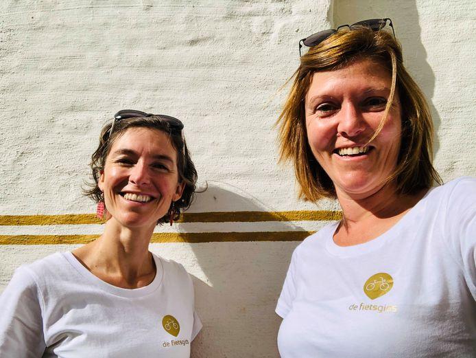 De Fietsgids-oprichter Kaat Mariën (rechts), met collega-gids Iris.