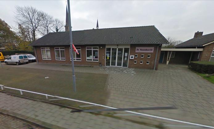 Bij gemeenschapshuis De Vossenburcht in Nieuw-Vossemeer komt een nieuwe pinautomaat.