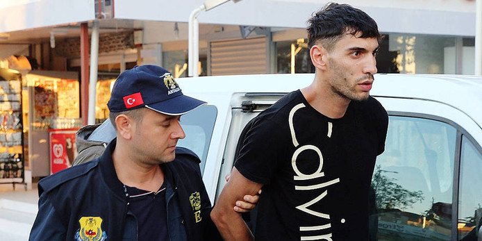 Ahmed Dahmani bij zijn arrestatie in Turkije. In december 2016 werd hij daar veroordeeld tot een celstraf van tien jaar en negen maanden.