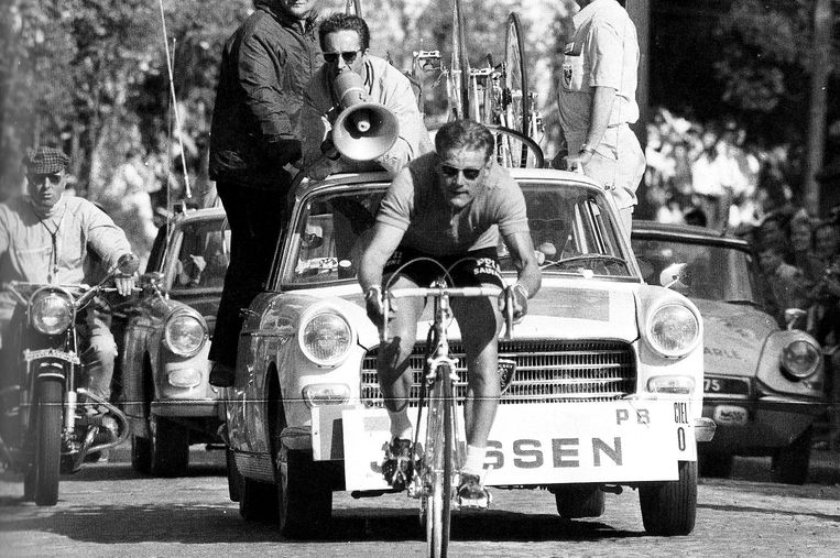 Jan Janssen op weg naar de finish van de laatste etappe in 1968 van de Tour de France. Beeld ANP