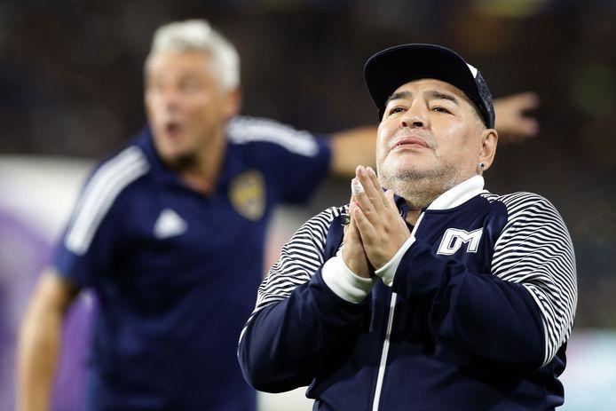 7 maart 2020, Maradona tijdens tijdens een eerbetoon voor de start van de voetbalwedstrijd Boca Juniors tegen Gimnasia La Plata in het La Bombonera-stadion.