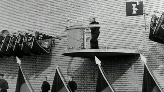 Juni 1940: Mussert spreekt tijdens een 'landdag' van de NSB in Lunteren. Achter hem 'zijn' muur.
