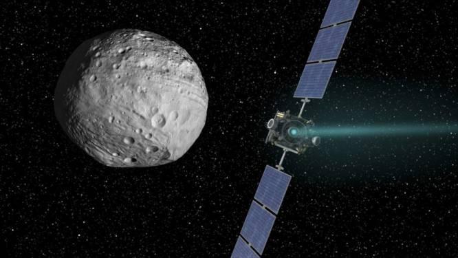 Sonde Dawn neemt afscheid van asteroïde Vesta