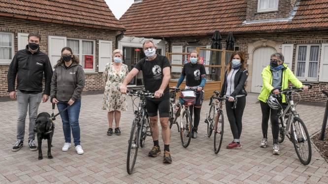 """Peter (60) fietst 1.000 kilometer om aandacht te vragen voor zeldzame bindweefselziekte EDS: """"Soms moeten patiënten jaren wachten op een diagnose"""""""