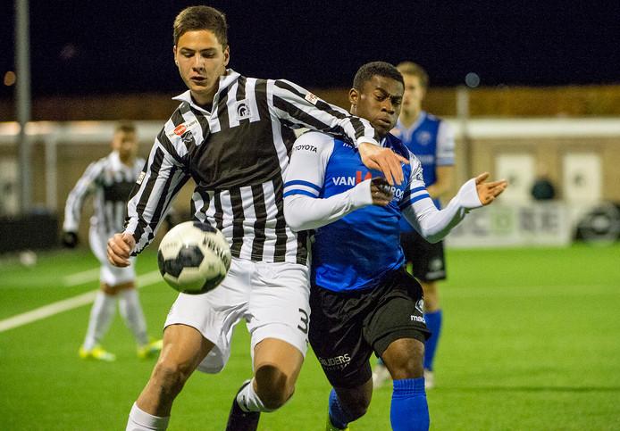 Levan Jordania in zijn tijd bij Jong Achilles'29 in actie tegen Jong FC Den Bosch.