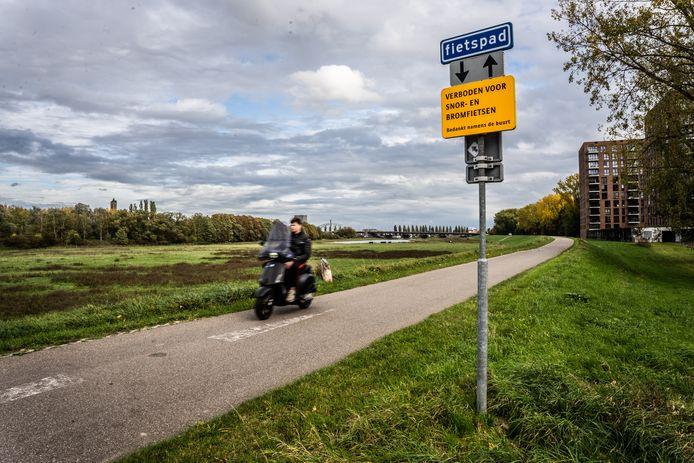 Snor en bromfietsers niet welkom op de Malburgse Bandijk Arnhem.