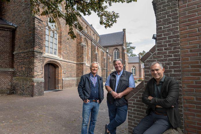 De initiatiefnemers van Kunstsmullen onder d'n Torre in Leende (vlnr) André Verhees, Janus de Vocht en Hans van Kuijk.