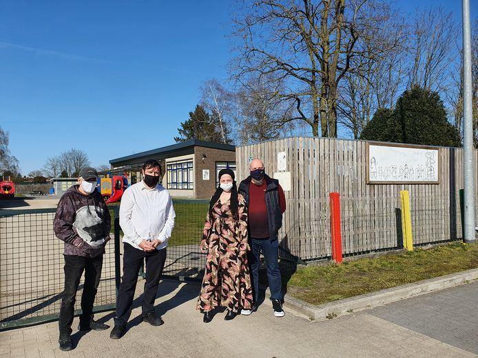 Vier inwoners van Rijkevorsel starten een protest tegen de mogelijke komst van de pijpleiding.