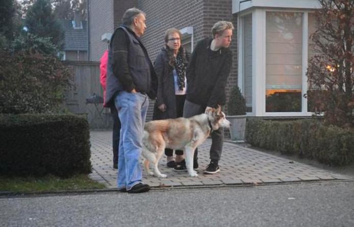 De hond werd veilig uit de woning gehaald