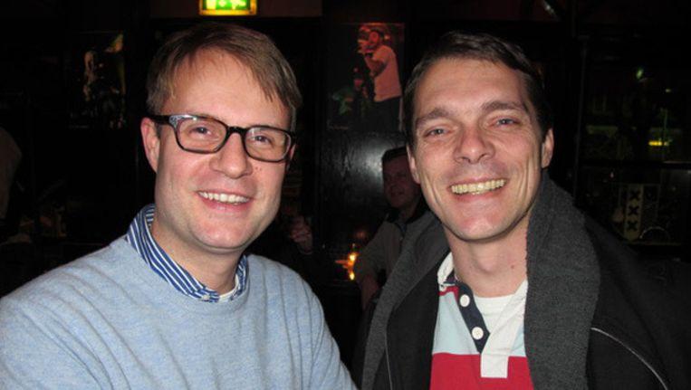 Voormalig VVD-gemeenteraadslid Frank van Dalen (r) met zijn opvolger, Maurice Piek. ©archieffoto Het Parool/Lorianne van Gelder Beeld