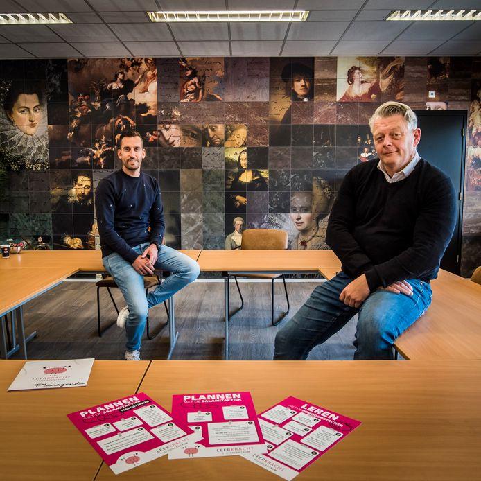 Matthijs Wolterink van LEERKRACHT studiecentrum (links)  en directeur Clement Postmus van De Reggehof