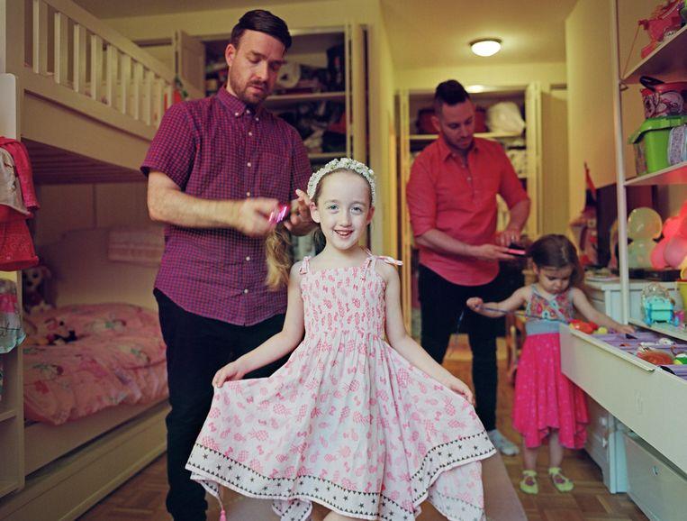 Milo met haar vaders en zus, New York City. Beeld Bart Heynen