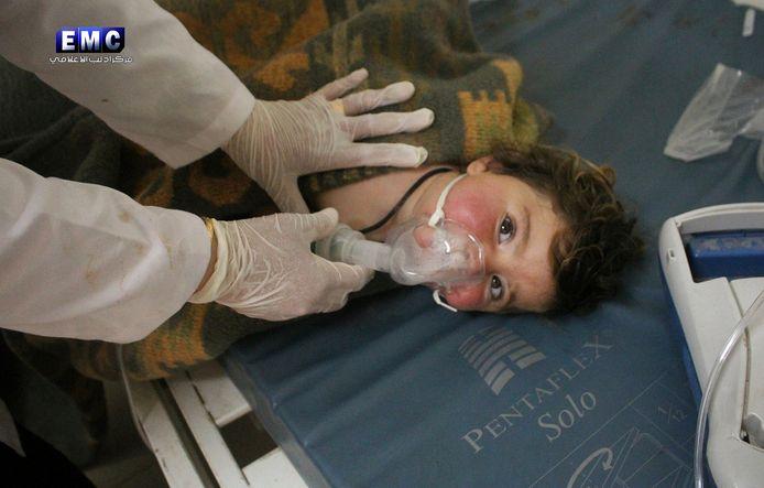 Een van de slachtoffers van de chemische aanval.