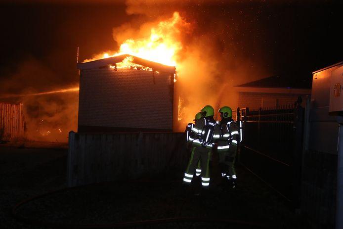 Chalets in brand op camping Maaszicht in Kerkdriel.