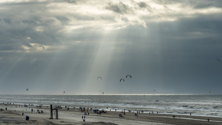 Een warme novemberdag in Zandvoort Beeld anp