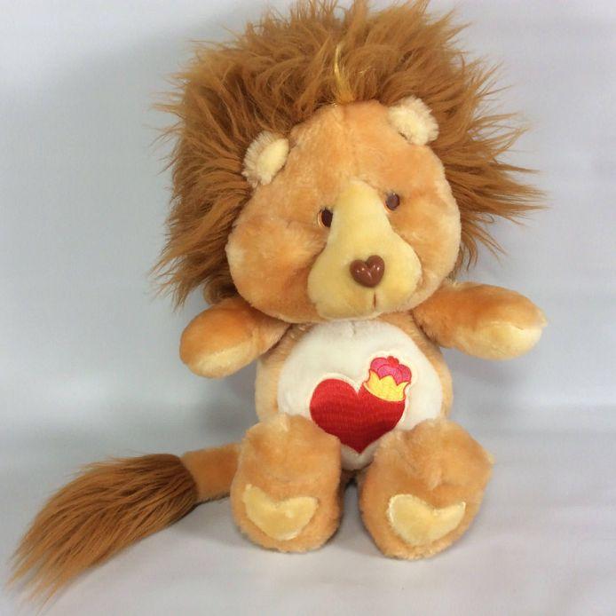 De knuffelbeer 'Brave Heart Lion', van Leander Quintyn, de 32-jarige man uit Tielt die 'zomaar' op straat werd vermoord. Zussen Kim en Kelly hopen dat de knuffel weer opduikt.