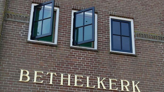 De Bethelkerk op Urk is beschoten met een luchtbuks.